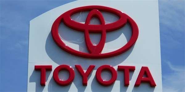 Toyota pracuje na polovodičové baterii pro elektromobily. Chce ji představit už příští rok
