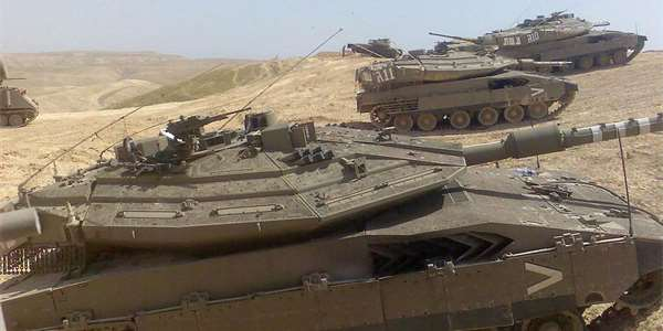 "<span class=""source"">Foto: <a href=""https://commons.wikimedia.org/wiki/File:Merkava_mk_iv084.jpg"" >Black Mammmba</a>, <a href=""http://creativecommons.org/licenses/by-sa/3.0//deed.cs"">CC-BY-SA-3.0</a></span>"