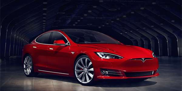 """Tesla zlevnila Model S """"Long Range"""". Nyní stojí 69 420 dolarů"""