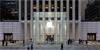Apple po rekonstrukci otevřel svůj nejslavnější Apple Store na 5. Avenue. Podívejte se, jak vypadá