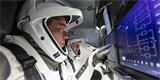 Sledujeme on-line: Posádka přejmenovala Crew Dragon na Endeavour. Loď se v neděli úspěšně připojila k ISS