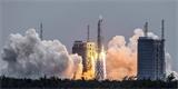 Použitá čínská raketa nekontrolovaně klesá k Zemi. Neví se kdy, ani kam přesně dopadne