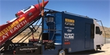 Mike Hughes zemřel ve vlastnoručně postavené parní raketě. Dřív se s ní pokoušel dokázat, že Země je placatá