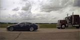 Řidič Tesly za jízdy spal, jeho auto uhánělo po dálnici rychlostí 150 km/h. Čeká ho soudní proces