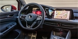 Už i běžná auta jsou plná digitálních zlepšováků a inteligentních funkcí, ukazuje nový Golf. Zvykejme si