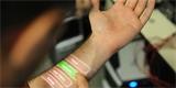 Nové nositelné senzory lze vytisknout přímo na pokožku