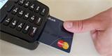 MasterCard a Samsung vyrobily platební kartu se čtečkou otisků. Není s ní potřeba zadávat PIN
