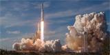 ELONOVINKY: Falcon Heavy je nejsilnější současná raketa. Loni jsme ji neviděli, ale v červenci se chystá na novou misi