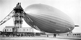 Vzducholoď Hindenburg byla technologická chlouba Německa, která létala přes oceán. Shořela před 84 lety