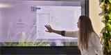 Obří dotykový monitor ve zdi nebo na skle – na Moravě vznikají futuristické interaktivní displeje