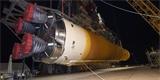 Centrální stupeň rakety SLS se vydává na Floridu k prvnímu startu