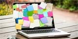 Polovina amerických zaměstnanců píše hesla na samolepící papírky a sdílí účty s kolegy