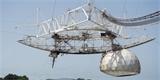 Poškozený radioteleskop Arecibo se zřítil. Aktualizováno: nové detailní záběry havárie
