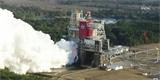 NASA poprvé zažehla centrální stupeň rakety SLS pro let na Měsíc. Test skončil předčasně