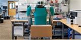 Humanoidní robot Digit umí nakládat i vykládat auta. A za 250 000 dolarů může být váš