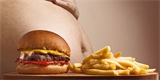 Přejídání není prvotní příčinou obezity. Důležité je i to, jaké potraviny konzumujeme