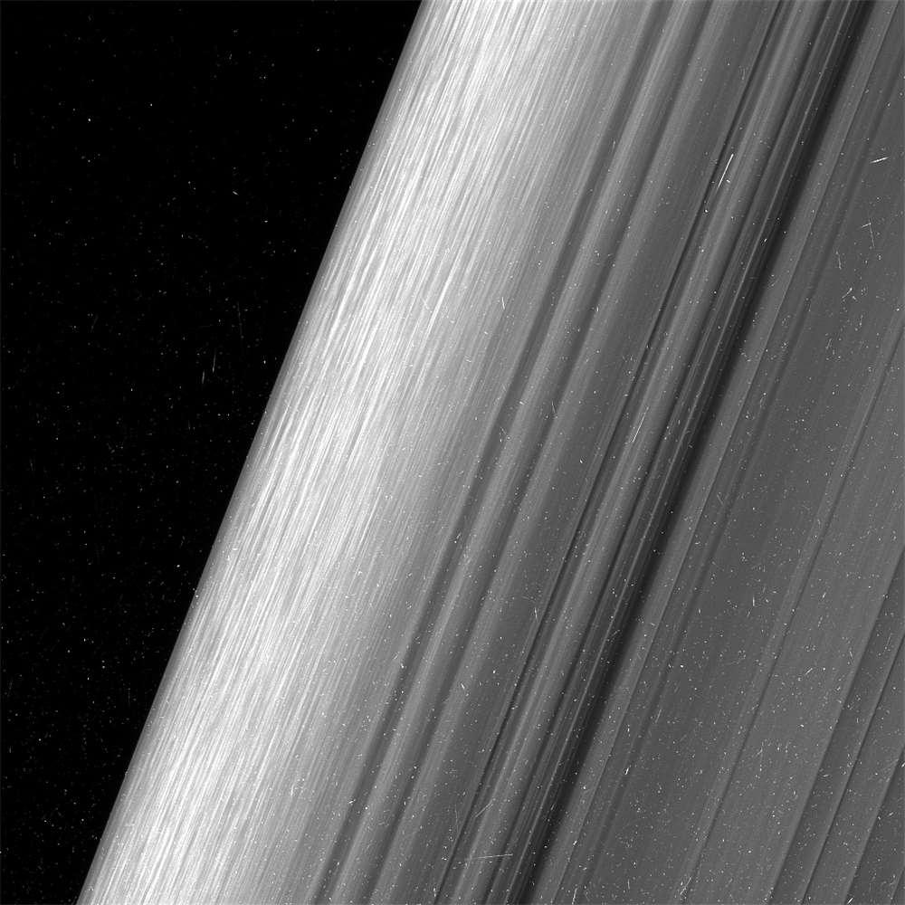 право спутник кассини фото с сатурна дает жене