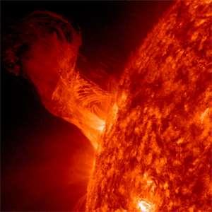 Vědci byli poprvé svědky toho, jak Slunce přerušilo svou vlastní erupci