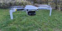 DJI Mini 2: Čivava se čtyřmi vrtulemi, která umí točit stabilizované 4K video