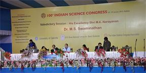 "Prestižní Indický vědecký kongres rozpoutal kontroverze. A nebylo to poprvé | Zdroj:  <a href=""https://commons.wikimedia.org/wiki/File:Valedictory_Session_-_100th_Indian_Science_Congress_-_Kolkata_2013-01-07_2663.JPG"" >Biswarup Ganguly</a>, <a href=""https://creativecommons.org/licenses/by/3.0 /deed.cs"">CC BY 3.0 </a>"